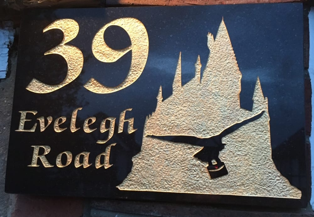 39 house plaque with hogwarts on
