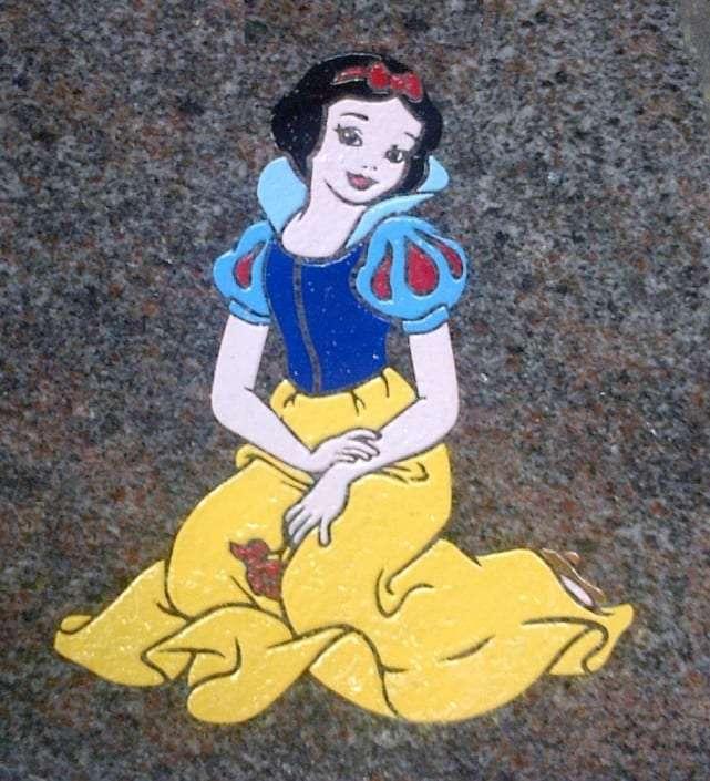 snow white grave design